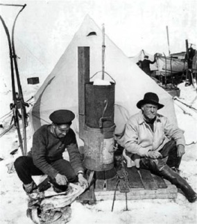 Hurley_shackleton_at_camp